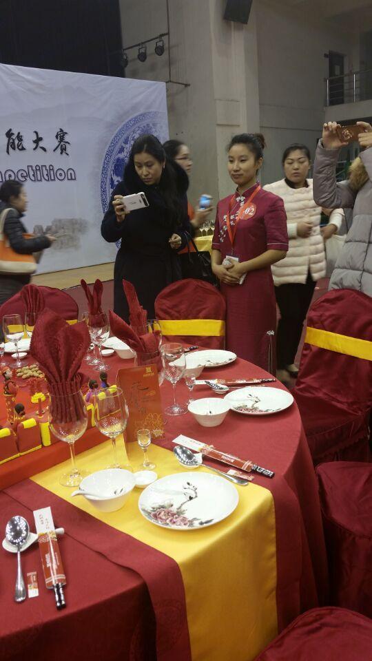 """""""中餐主题宴会设计""""服务技能大赛在杭州举行 洛阳餐旅集团选手赵丹"""